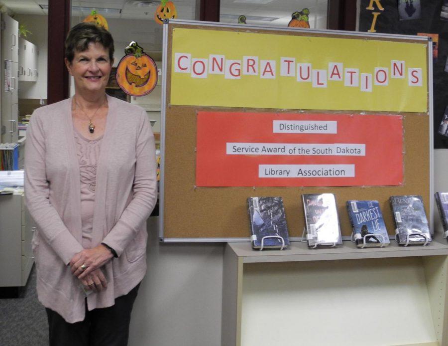 Roosevelt High School librarian wins prestigious award