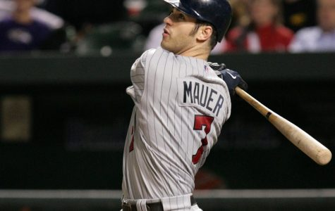 Joe Mauer plays final game with the Twins