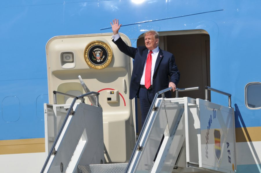 U.S.+President+Donald+J.+Trump+waves+to+the+crowd+as+he+exits+Air+Force+One+at+Joe+Foss+Field%2C+Sioux+Falls%2C+S.D.+Sep.+7%2C+2018.+Trump+was+in+the+city+to+speak+at+a+fundraising+event+for+South+Dakota+gubernatorial+candidate+Kristi+Noem.+%28U.S.+Air+National+Guard+photo+Senior+Master+Sgt.+Nancy+Ausland%29