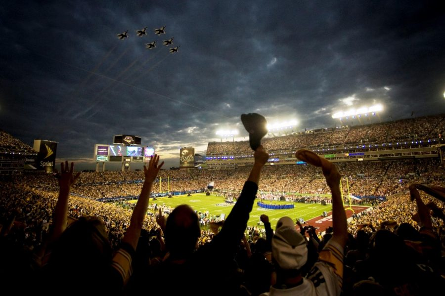Super_Bowl_XLIII_-_Thunderbirds_Flyover_-_Feb_1_2009